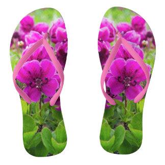 Lila Blumen der Schönheit Badesandalen