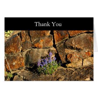 Lila Blumen u. Gebirgsfelsen danken Ihnen zu Karte