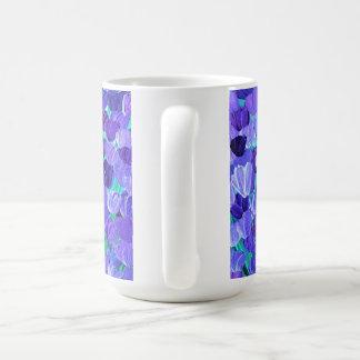 Lila Blumenblätter Tasse