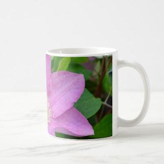 Lila Clematis-Blumenblüten Kaffeetasse