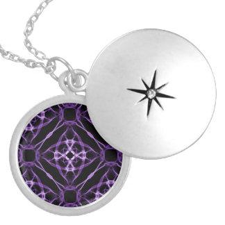 Lila geometrisches Diamant-Muster Medaillon