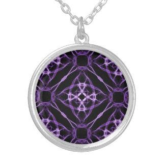 Lila geometrisches Diamant-Muster Versilberte Kette