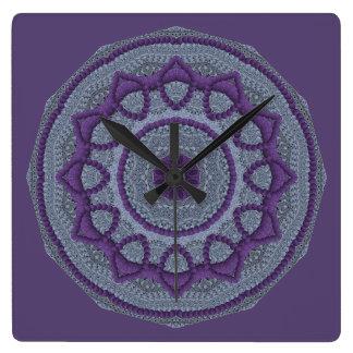Lila grauer Mandala Quadratische Wanduhr