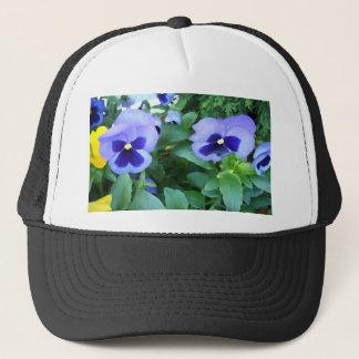 Lila Lavendel-Garten-Stiefmütterchen-Blumen mit Truckerkappe