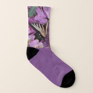Lila Socken des Monarch-Schmetterlinges