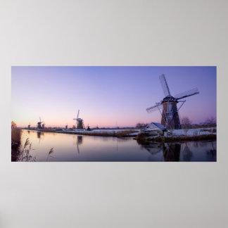 Lila Sonnenaufgang über dem Windmühlenplakat Poster