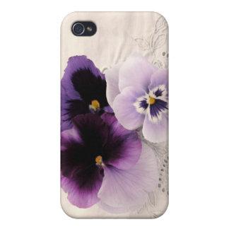 lila Stiefmütterchen auf dekorativem Gewebe iPhone 4 Etui