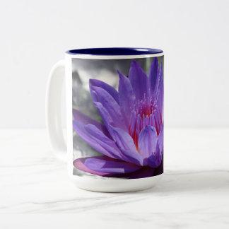Lila tropische Wasserlilie 15 Unze-Tasse #1 2017 Zweifarbige Tasse