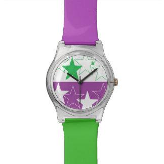 Lila und grüne Uhr des Designers durch Dal