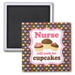L'infirmière travaillera pour des petits gâteaux magnets pour réfrigérateur