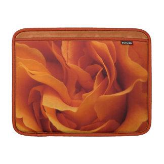 Lodernde Rosen-Rickshaw-Hülse MacBook Sleeve