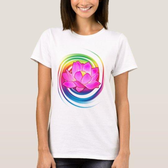 Lotos-Blume im Regenbogen T-Shirt