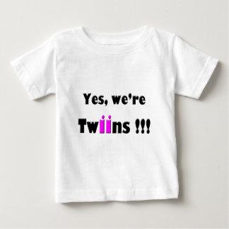 l'oui étaient des jumeaux rose-roses t-shirt pour bébé
