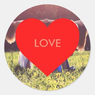 """""""Love"""" Herz (Anpassbar) Runder Aufkleber"""