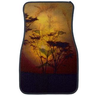 Löwe, der über afrikanischem Sonnenuntergang Autofußmatte