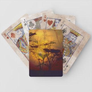 Löwe, der über afrikanischem Sonnenuntergang Bicycle Spielkarten