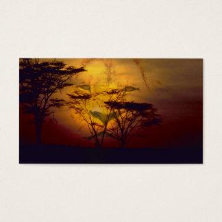 Löwe, der über afrikanischem Sonnenuntergang Visitenkarte