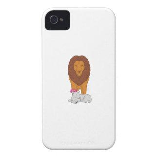 Löwe stehend über dem Lamm-Lotos-Blumen-Zeichnen iPhone 4 Case-Mate Hülle