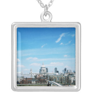 Luftaufnahme von London Versilberte Kette