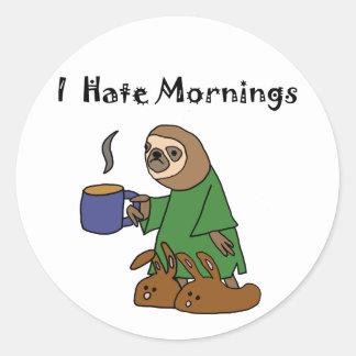 Lustig hasse ich Morgensloth-Cartoon Runder Aufkleber