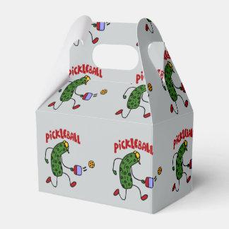 Lustige Aktions-Essiggurke, die Pickleball Cartoon Geschenkschachtel