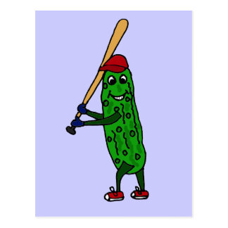 Lustige Essiggurke, die Baseball-Cartoon spielt Postkarte