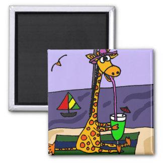 Lustige Giraffe an der Strand-Kunst Quadratischer Magnet