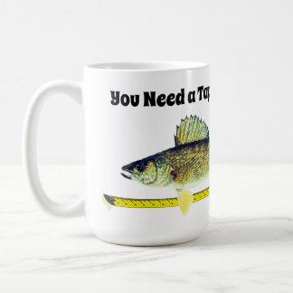 Lustige Hornhautflecke Pike und Maßband Kaffeetasse