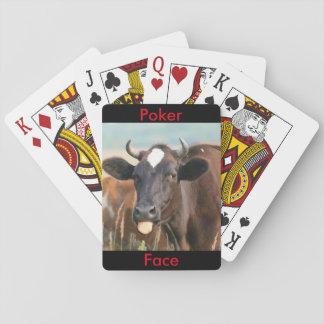 Lustige Kuh, die heraus das Zunge-Poker-Gesicht Spielkarten