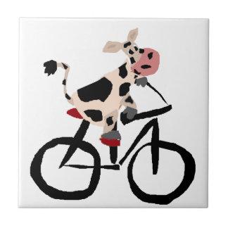 Lustige Kuh-Reitfahrrad-Kunst Kleine Quadratische Fliese