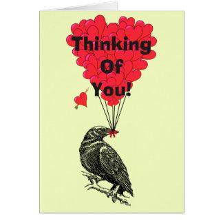 Lustige romantische Krähe, die an Sie denkt Mitteilungskarte