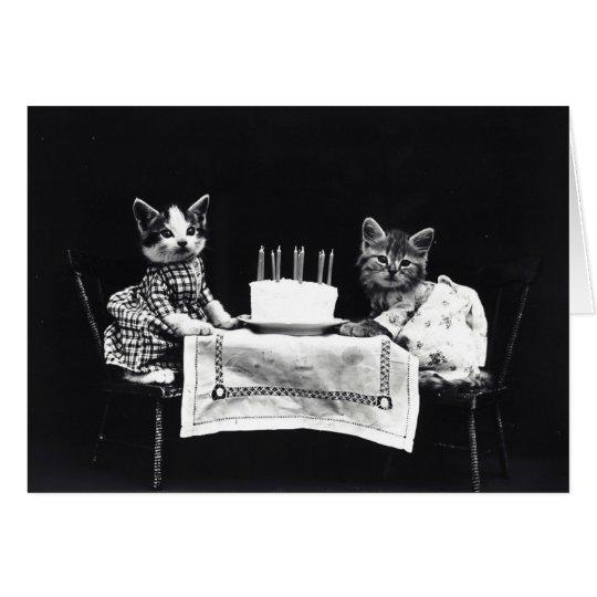 Lustige Vintage gekleideter Kätzchengeburtstag des Grußkarte