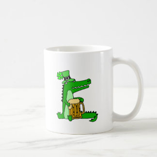 Lustiger Alligator mit Bier-St Patrick Tageskunst Kaffeetasse