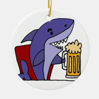 Lustiger Haifisch-trinkendes Bier Keramik Ornament