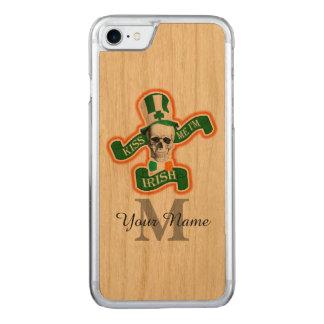 Lustiger irischer Schädel mit Monogramm Carved iPhone 8/7 Hülle