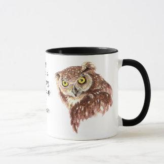 Lustiger Kaffee, Koffein, Zitat-Eule mit Haltung Tasse