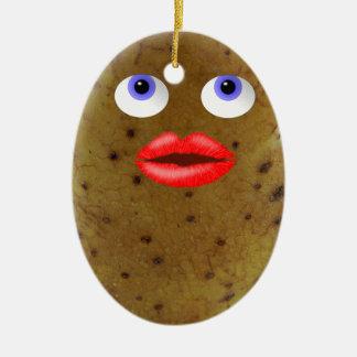Lustiger Kartoffel-Charakter mit blaue Keramik Ornament