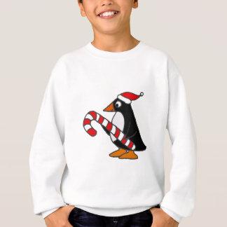 Lustiger Penguin in der Weihnachtsmannmütze, die Sweatshirt