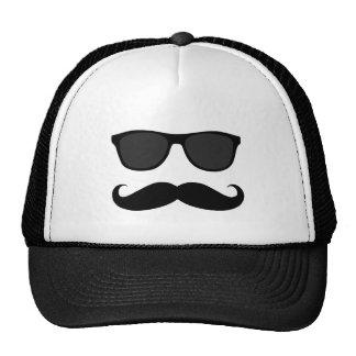Lustiger schwarzer Schnurrbart und Sonnenbrille Baseballkappe