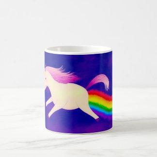 Lustiges Farting Fliegen-Einhorn ein Regenbogen Kaffeetasse