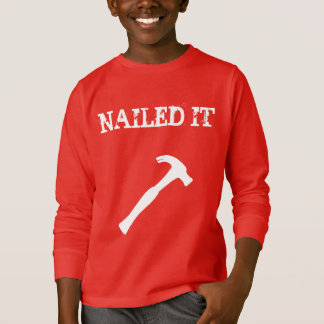 Lustiges genagelt ihm T-Shirt