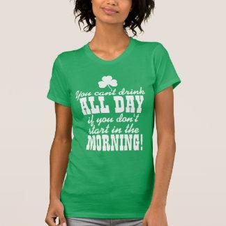 Lustiges grünes Bier-Tagestrinken T-Shirt