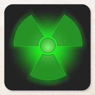 Lustiges grünes glühendes Radioaktivitätssymbol Rechteckiger Pappuntersetzer