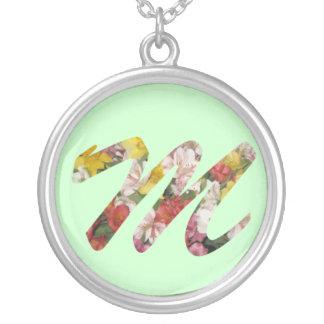 M-Anfangshalsketten-Blumen-Entwurf Halskette Mit Rundem Anhänger