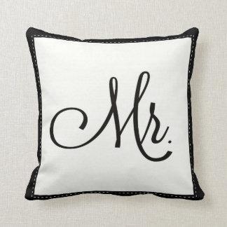 """""""M."""" noir et blanc coussin, personnalisé dessus de Coussin Décoratif"""