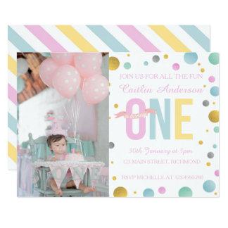 Mädchen-erste Geburtstags-Einladung - Tupfen Karte
