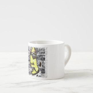 Mädchen im Gelb Espressotasse