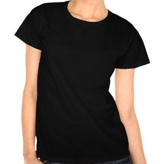 Mädchen in einem Cocktail-Glas T-shirt