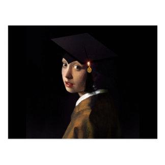 Mädchen mit dem Abschluss-Hut (Perlen-Ohrring) Postkarte
