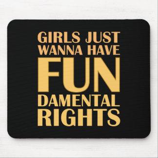Mädchen wollen gerade, um Spaß zu haben Mauspads
